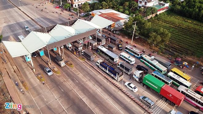 Tai xe 'de' dung tien le tra phi tram BOT Bien Hoa hinh anh 1