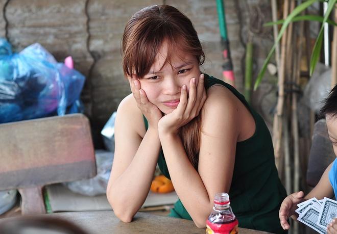 Cong nhan bi no luong: An Tet trong noi hoang mang that nghiep hinh anh