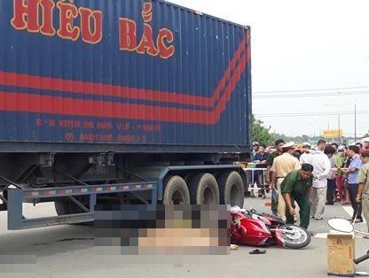 Hai vo chong bi xe dau keo container can tu vong hinh anh