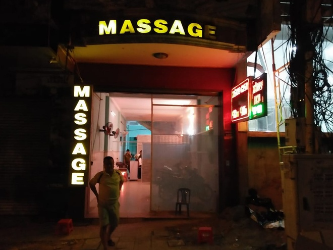 Bat qua tang nhan vien massage ban dam cho khach gia 1 trieu hinh anh 1