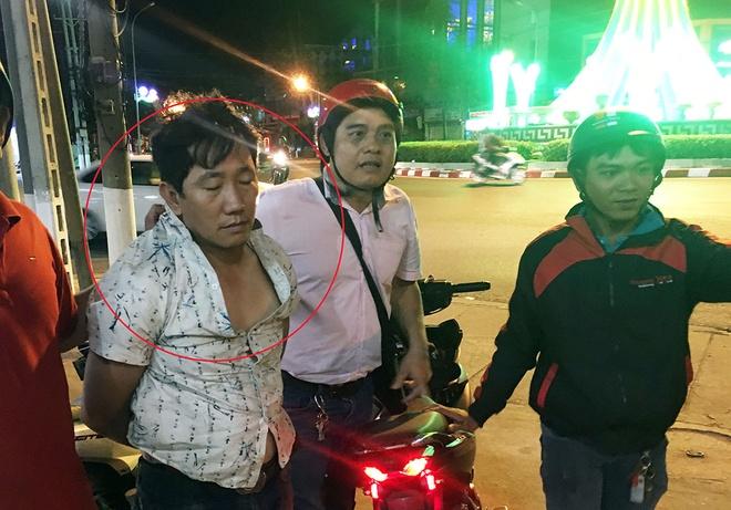 Ke trom bi 'hiep si' bat khi dua xe sang Campuchia ban hinh anh 1