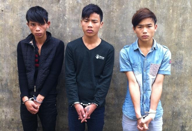 Bang cuop chuyen khong che lai xe taxi sa luoi hinh anh 1 Đoàn, Sơn, Anh tại cơ quan điều tra