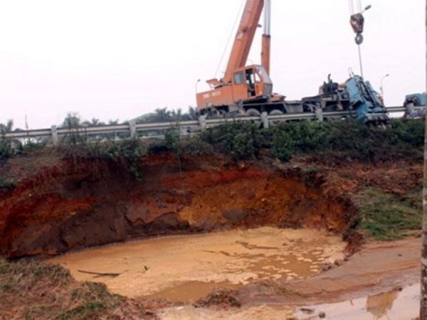 Truy tim nguyen nhan vo duong ong nuoc song Da hinh anh 1 Đường ống nước dẫn nước sông Đà bị vỡ nhiều lần.