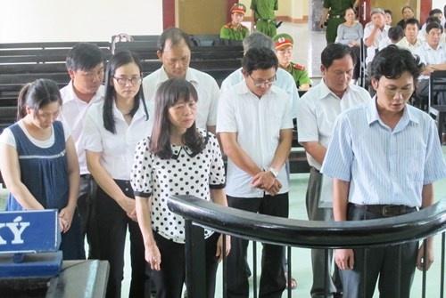 Nguyen giam doc so linh 4 nam tu vi toi tham o hinh anh 1 Các bị cáo trước phiên tòa