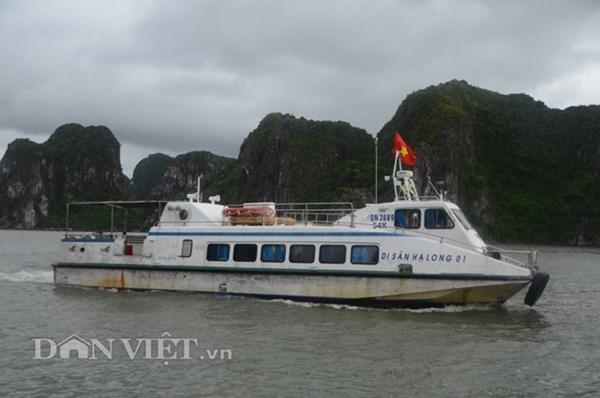 Gap 12 khach Tay tren tau bi loc nhan chim hinh anh 12 Chiếc tàu thong thả khởi hành đưa 13 du khách nước ngoài thoát nạn chìm tàu về bờ.