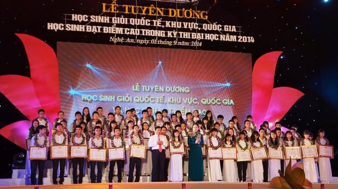 Vinh danh HS xu Nghe dat thanh tich cao trong nam 2014 hinh anh 1 Đêm vinh danh học sinh giỏi xứ Nghệ 2014.