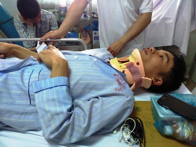 Tai xe xe lao xuong ruong: 'Toi da ngu gat' hinh anh 2 Anh Đàm Văn Dinh bị thương đang điều trị tại bệnh viện 115 Nghệ An.