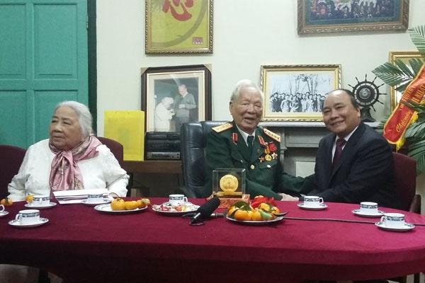 Dai tuong Le Duc Anh: Hop luc bao ve chu quyen hinh anh 3 Phó Thủ tướng Nguyễn Xuân Phúc chúc thọ Đại tướng