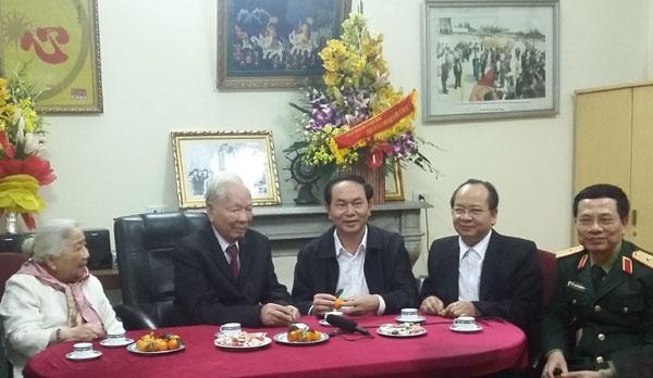 Dai tuong Le Duc Anh: Hop luc bao ve chu quyen hinh anh 4 Thượng tướng, Thứ trưởng Bộ Quốc phòng Nguyễn Chí Vịnh đã báo cáo với Đại tướng Lê Đức Anh tình hình an ninh quốc phòng, công tác đối ngoại quân sự.