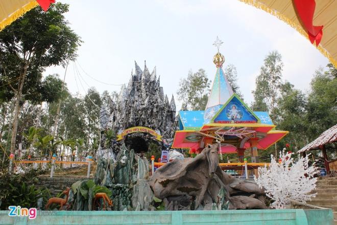 Cay thong Noel khong lo cao 41 met gia mot ty dong hinh anh 16 Khu hang đá rộng rãi, nhìn rất hấp dẫn.