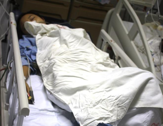 Bệnh nhân Lê Thị Thảo đang được theo dõi đặc biệt tại Khoa Hồi sức ngoại khoa của bệnh viện đa khoa tỉnh Nghệ An