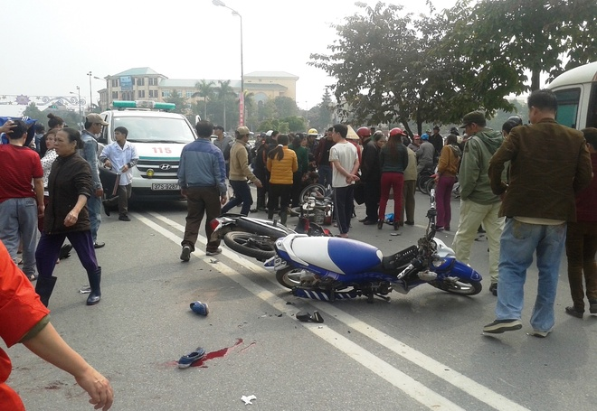 Tron chot CSGT, doi nam nu 9X chan thuong nang hinh anh 1 Hiện trường vụ tai nạn làm 3 người nhập viện.