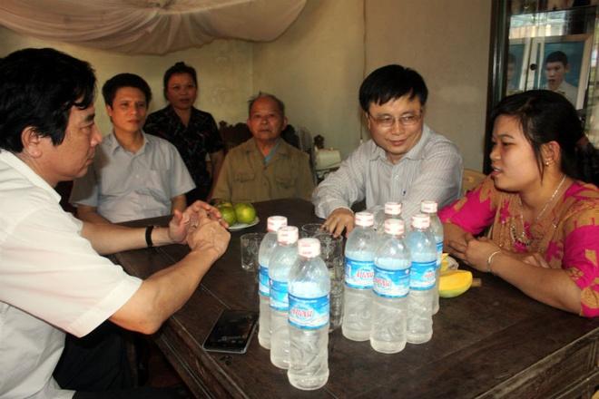 Uoc mo noi nghiep bo cua con gai liet si Gac Ma hinh anh 3 Ông Long cùng đoàn công tác về thăm mẹ con bà Ninh. Ảnh Vietnamnet