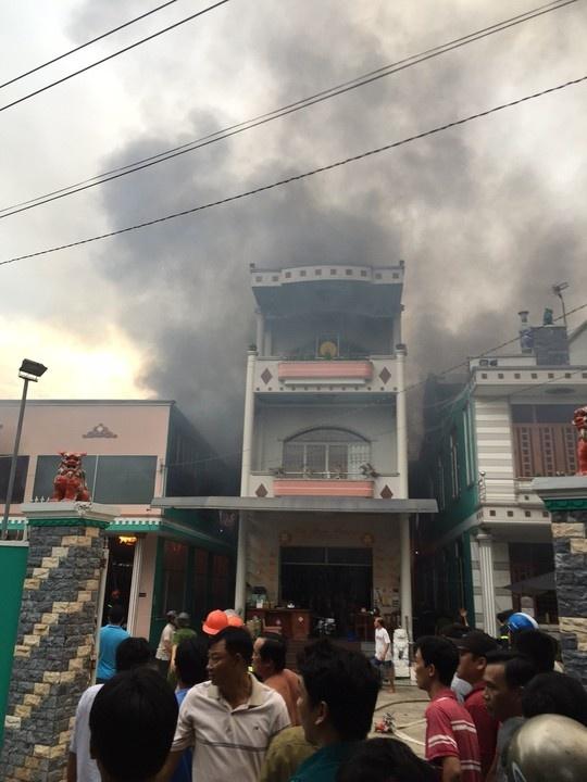 Nhà nghi can hiếp dâm trẻ em ở Tiền Giang bốc cháy.