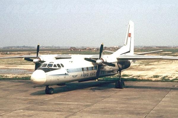 Mot minh ban chet 4 ten khong tac may bay Vietnam Airlines hinh anh