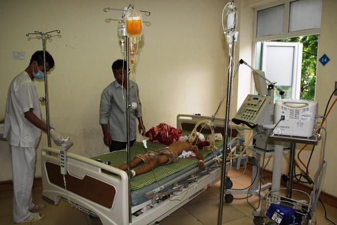 Nguoi tu van trong rung la hung thu danh chet be 4 tuoi hinh anh 2 Cháu Chiến vẫn đang được điều trị tại Bệnh viện Sản - Nhi Nghệ An. Ảnh: Phạm Hòa.