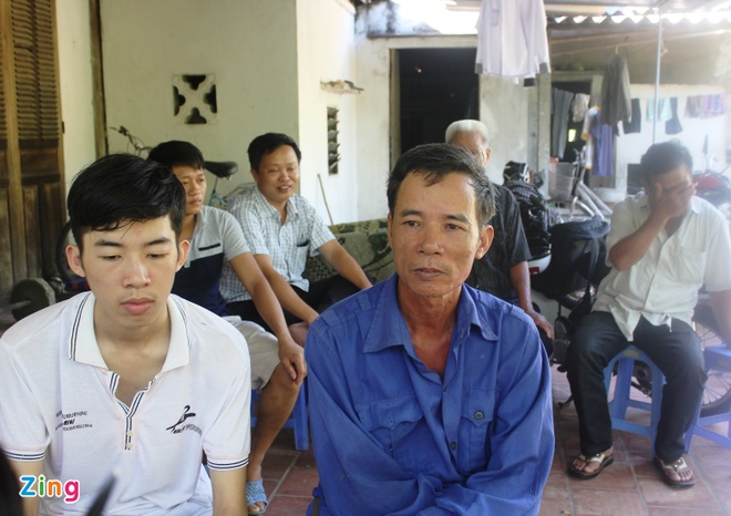 Them thi sinh 29 diem khong duoc vao truong khoi Cong an hinh anh 1 Nguyễn Đức Ngà và bố trình bày sự việc. Ảnh: Phạm Hòa.