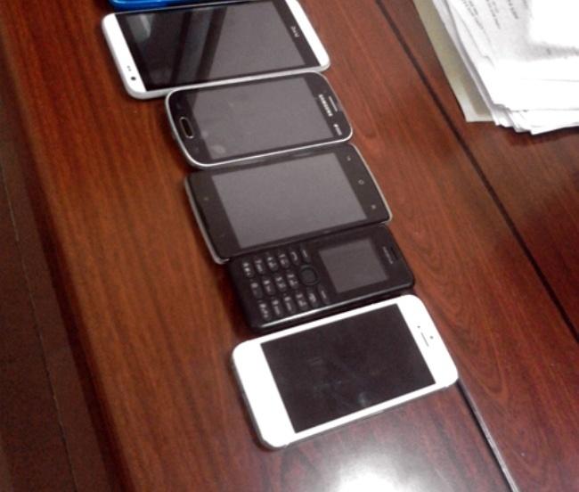 Ten trom iPhone 6 Plus bi bat khi vua ra khoi cua hang hinh anh 1 Một số điện thoại Cường trộm bị thu hồi. Ảnh: Công an cung cấp.