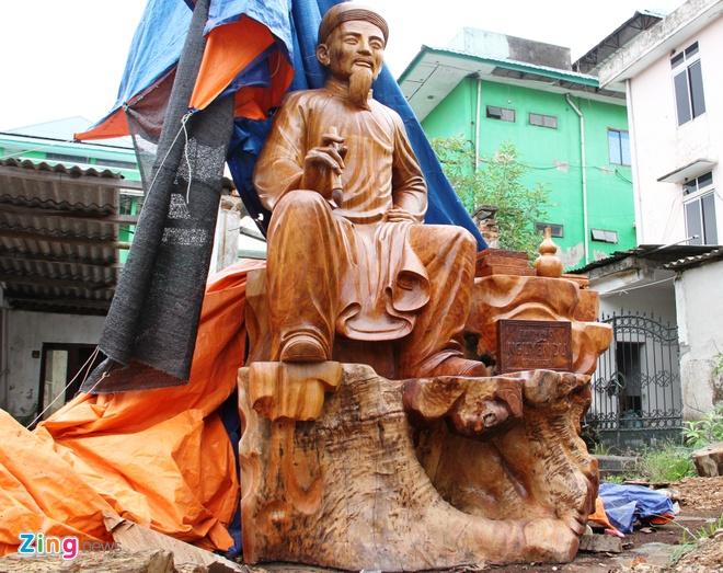 Buc tuong Nguyen Du bang go huong lon nhat Viet Nam hinh anh 1