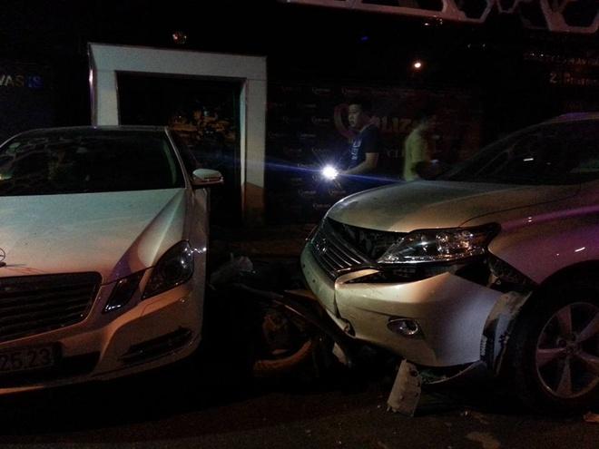 Mercedes dam hang loat xe khi lui khoi bai do hinh anh 1