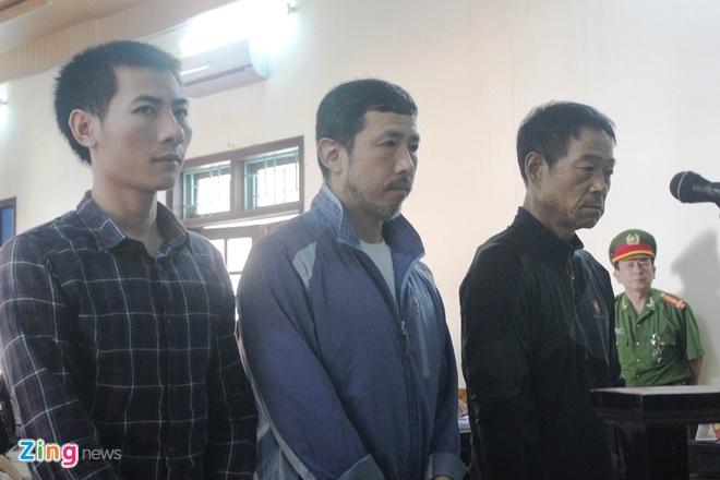 Các bị cáo xuất hiện tại phiên tòa sáng 16/11. Ảnh: Phạm Hòa.