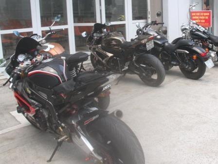 Cong an Da Nang vay bat dan moto 'khung' hinh anh
