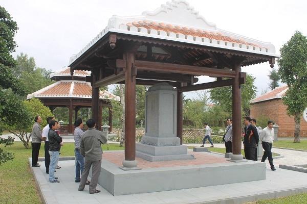 Hang nghin nguoi dan den vieng mo ong Nguyen Ba Thanh hinh anh 7