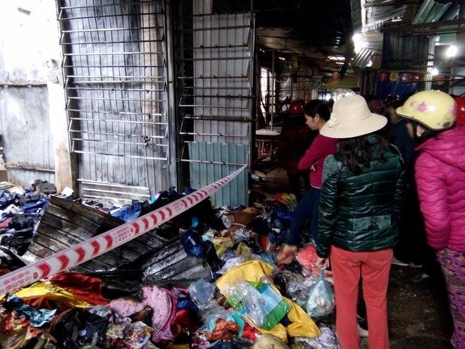 Hang chuc canh sat chua chay o cho rong 8.000 m2 hinh anh 2