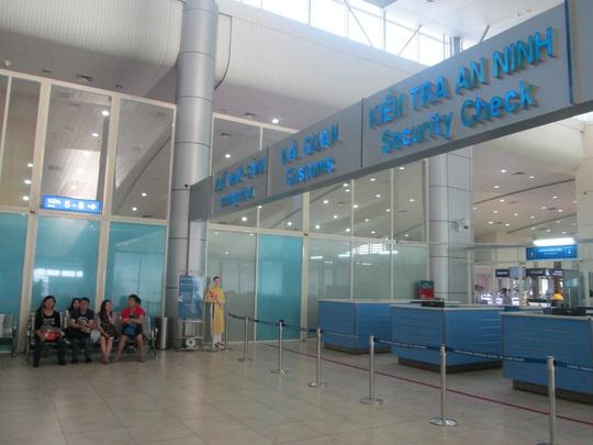 Khach Trung Quoc gay loan o san bay Cam Ranh hinh anh 2