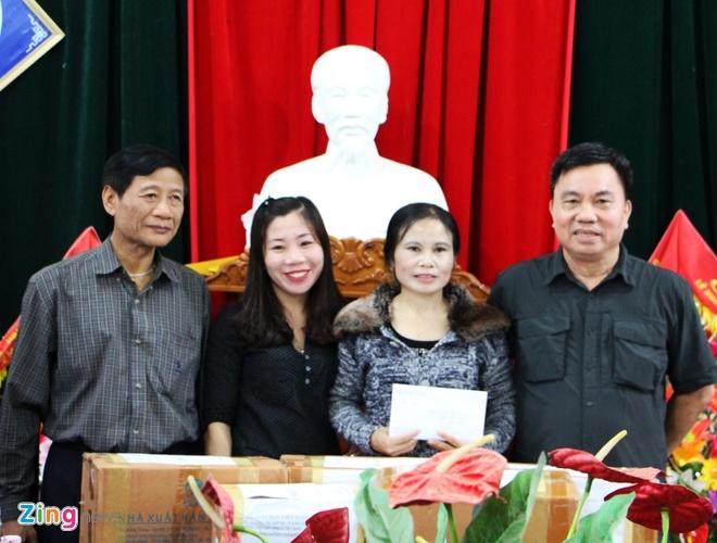 Hoi Xuat ban trao qua cho hoc sinh vung lu Ha Tinh hinh anh 1