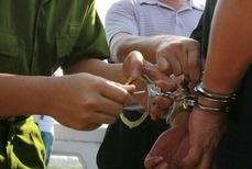 Bat tam giam 3 can bo xa o Quang Ninh hinh anh