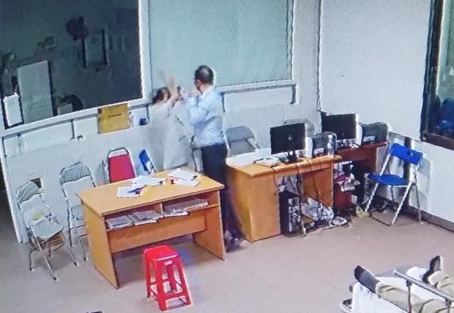 Nhan vien bi tai nan cap cuu, giam doc doanh nghiep hanh hung bac si hinh anh 1