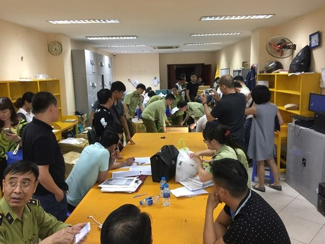 Ngày 24/4, Đội Quản lý thị trường số 13 thuộc - Chi cục Quản lý thị trường  Hà Nội phối hợp cùng với Công an quận Đống Đa kiểm tra đột xuất cơ sở phân  ...