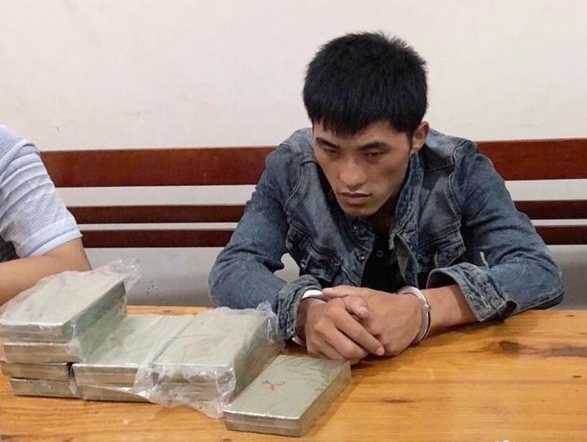 9X ngoai quoc tuon 10 banh heroin va 1 kg ma tuy da vao Viet Nam hinh anh