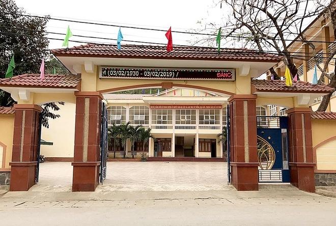 Phó chánh văn phòng huyện ủy chưa tốt nghiệp trung học