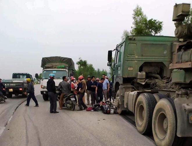 Đâm trực diện xe container, 2 nữ sinh nguy kịch