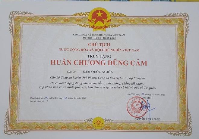 Chu tich nuoc truy tang Huan chuong dung cam cho dai uy Sam Quoc Nghia hinh anh 1 90604576_2661768684109091_5876543111026442240_o.jpg