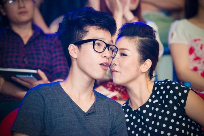 Con trai My Linh dien trai di xem Sao Mai diem hen hinh anh