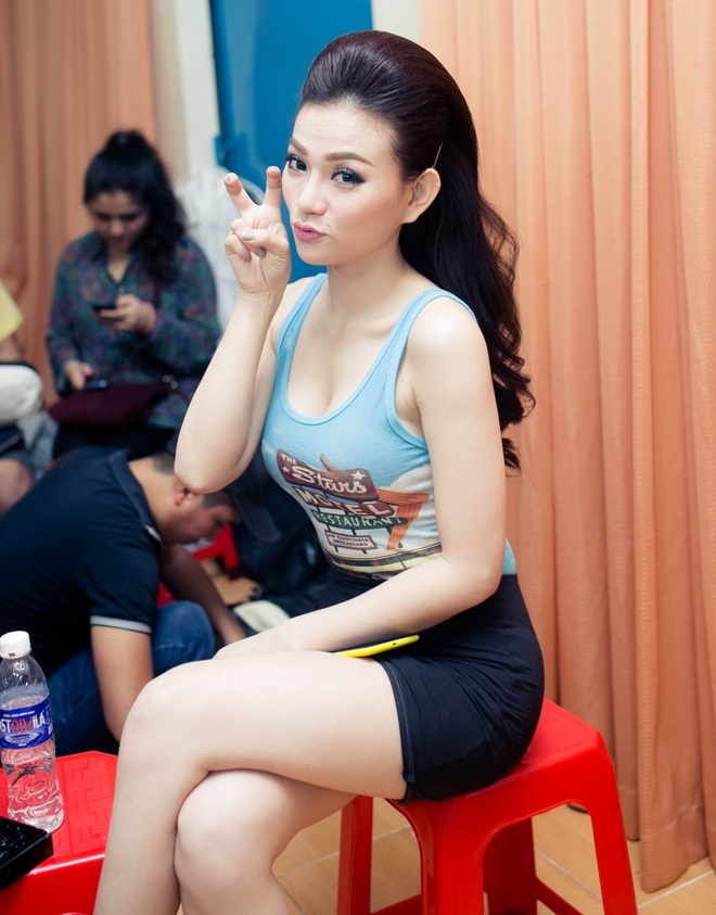 Dam Vinh Hung chinh sua trang phuc cho tro cung o X Factor hinh anh 7