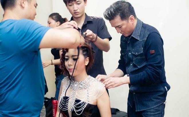 Dam Vinh Hung chinh sua trang phuc cho tro cung o X Factor hinh anh 3