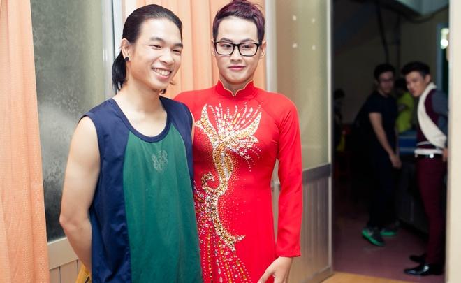 Dam Vinh Hung chinh sua trang phuc cho tro cung o X Factor hinh anh 5