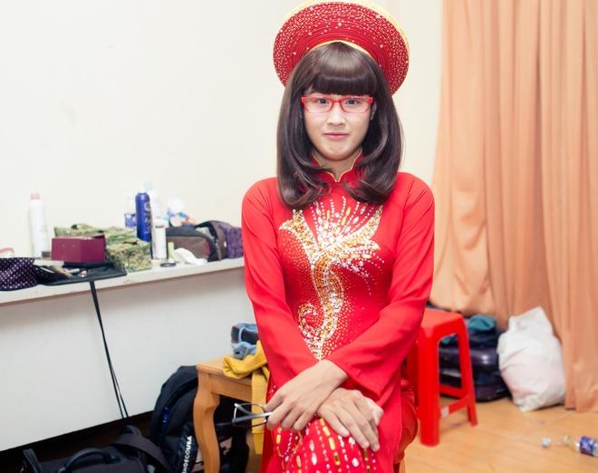Dam Vinh Hung chinh sua trang phuc cho tro cung o X Factor hinh anh 6