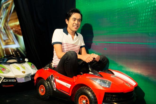 Dam Vinh Hung chinh sua trang phuc cho tro cung o X Factor hinh anh 10