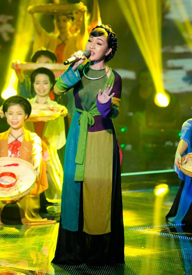 Hot boy X Factor khien Ho Quynh Huong phai nhun nhay hinh anh 6