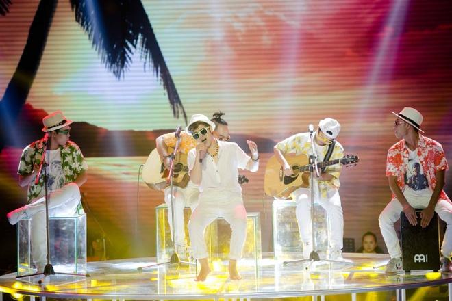 Hot boy X Factor khien Ho Quynh Huong phai nhun nhay hinh anh 2