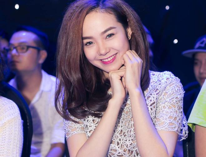 Minh Hang dien dam xuyen thau di xem X Factor hinh anh