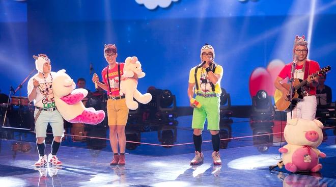 Hot boy X Factor phanh nguc bieu dien tren san khau hinh anh 6