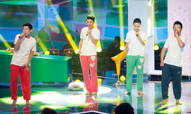 Hot boy X Factor phanh nguc bieu dien tren san khau hinh anh 9