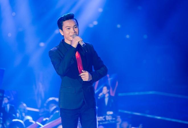 Ha Ho nguong ngung khi Quang Dai hat loi yeu tren san khau hinh anh 2