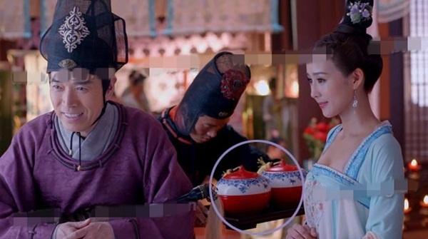 'Nhat san' phim hot 'Vo Mi Nuong truyen ky' hinh anh 1 Ở phân cảnh này, thái giám bê chiếc khay…